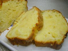 ce cake est extra!! j'ai trouvé la recette sur journal de femme auteur: pauline http://cuisine.journaldesfemmes.com ingrédients: 250g de farine 150g de sucre en poudre 1s de levure chimique 3 oeufs 75g de beurre 100g de fromage blanc( ou yaourt) 4 pommes....
