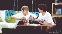 Omg #Onew and his love for #chicken xd -> introducing #minho to Chickenism ? O.o I think this is the cutest thing