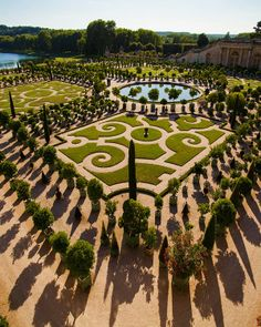 A stunning alternative to traditional labyrinths, not to mention traditional  yards, less grass to water and so beautiful...  Garden of Palace of Versailles, France