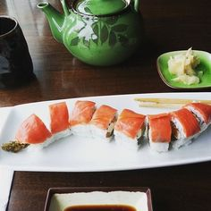 Types of Sushi Rolls: Description with Photos Sushi Rolls Names, Types Of Sushi Rolls, Sushi Wrap, Crispy Seaweed, Cooked Sushi Recipes, Crab Rolls, Healthy Sushi, Cranberry Salsa