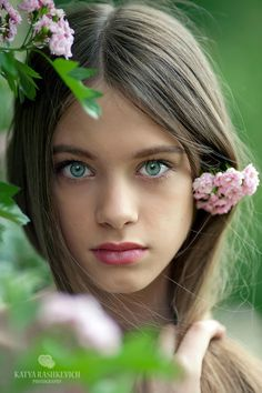 Gorgeous teen girl with gorgeous green-blue butterfly eyes (Katya Rashkevich photography)