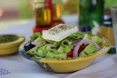 Kreikkalainen salaatti - täydellinen lounas aurinkoisena päivänä Kosilla. #Kos #Greece #Greeksalad