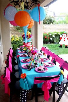 Alice in Wonderland party, totally cute excited to plan this! My daughter will loooooveeee!