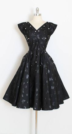 ➳ vintage 1950s dress * gorgeous 50s black beauty! * textured cotton faille * screen printed flat butterfly print * pearl accents * metal side zipper * full skirt  condition | excellent fits like xs/s  length 44 bodice 16.5 bust 36-37 waist 26-27  ➳ shop http://www.etsy.com/shop/millstreetvintage?ref=si_shop  ➳ shop policies http://www.etsy.com/shop/millstreetvintage/policy  twitter | MillStVintage facebook | millstreetvintage instagram |...