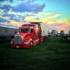 Kenworth custom with matchin reefer Customised Trucks, Custom Trucks, Show Trucks, Big Rig Trucks, Volvo Trucks, Peterbilt Trucks, Heavy Construction Equipment, Heavy Equipment, Logging Equipment