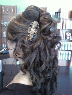 I need someone to style my hair this way!!