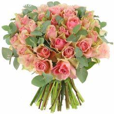 Visuel présenté : bouquet de roses Désir et Eucalyptus - Format... Multiplier Des Plantes Grasses, Floral Wreath, Eucalyptus, Wreaths, Floral Crown, Door Wreaths, Deco Mesh Wreaths, Floral Arrangements, Garlands