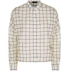 Langärmliges weiß kariertes Hemd
