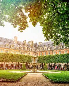 Place des Vosges: A Gem in the Heart of le Marais, Paris 5 Days In Paris, Oh Paris, Tour Eiffel, Place Des Vosges Paris, Paris France, Versailles, Paris Secret, Le Marais Paris, Montmartre Paris