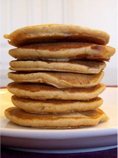 """Buttermilk"" Banana pancakes - dairy free and sweetened with honey or agave, no sugar Pancakes No Milk, Dairy Free Pancakes, Dairy Free Treats, Baby Pancakes, Buttermilk Pancakes, Banana Pancakes, Banana Bread, Hcg Recipes, Sugar Free Recipes"