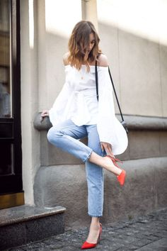 These dramatic sleeves are elegant or casual for a dinner outfit or street wear. Take a look at these different sleeve choices. Cool Street Fashion, Street Chic, Dinner Outfits, Casual Outfits, Summer Outfits, Club Outfits, Night Outfits, Denim Fashion, Fashion Outfits