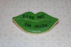 """Kiss Me"" St. Patrick's Day Cookie"