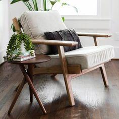 Beckett Mid-Century Modern Beige Linen Club Chair