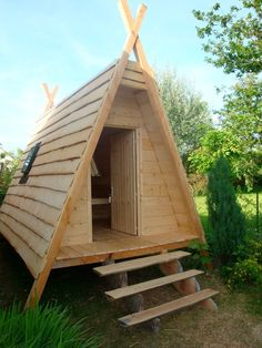 cabane on pinterest wooden outdoor playhouse haciendas and montages. Black Bedroom Furniture Sets. Home Design Ideas