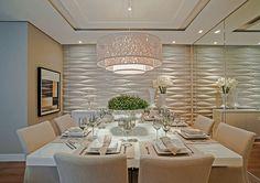 Mesa de Laca branca – um coringa na sala de jantar, este tipo de mesa comporta tanto elegantes cadeiras estofadas em tecido cru como um visual mais moderninho com cadeiras de design ou mesmo mistura de cadeiras