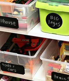 5 tips to Organize kitchen, pantry or craft room with Chalkboard Labels. http://nativespringessentials.com/5-tips-to-organize-kitchen-pantry-or-craft-room-with-chalkboard-labels/