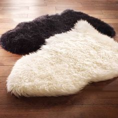 unique black and natural sheepskin rug on dark pergo flooring for exciting family room design Faux Sheepskin Rug, Boho Room, Family Room Design, White Rug, Dot And Bo, Accent Rugs, Fashion Room, Home Decor Inspiration, Seasonal Decor