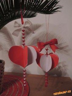 Valentýnská srdíčka Funny Pictures, Christmas Ornaments, Holiday Decor, Gustav Klimt, Gifts, Hearts, Home Decor, Bricolage, Fanny Pics