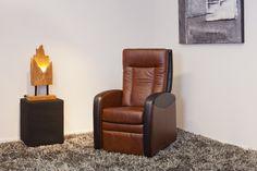 Relax fauteuil Wells van DS Meubel. Leverbaar in maar liefst 6 standaard maatvoeringen, diverse bekledingen en verstelmogelijkheden met of zonder sta-op-hulp. Bovendien is bij deze fauteuil individueel maatwerk mogelijk.