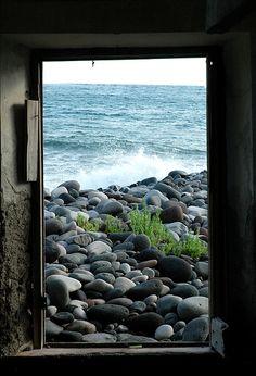 finestra | chiudo gli occhi e solo mare | mauriXfiles | Flickr
