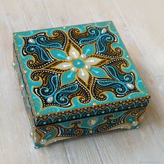 Love the color Mandala Art, Mandala Design, Dot Art Painting, Painting On Wood, Cigar Box Art, Beaded Boxes, Antique Boxes, Painted Boxes, Craft Box