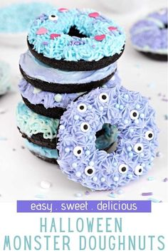Halloween Monster Doughnuts make the best Halloween breakfast or dessert idea! These are super fun to make, and if you are making them with kids, it is the perfect way for them to get creative. Halloween Theme Birthday, Happy Halloween, Childrens Halloween Party, Halloween Donuts, Halloween Desserts, Halloween Treats, Halloween Breakfast, Fall Treats, Spooky Halloween