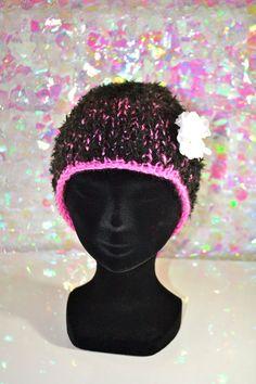 296b7eaa759f Bonnet Rose Noir et Broche Amovible   Autres Tricot et Crochet par  crea-aufildelo