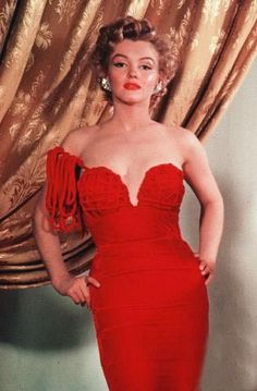 Marilyn Monroe, the Lady in Redder than Red! Estilo Marilyn Monroe, Marilyn Monroe Photos, Tony Curtis, Most Beautiful Women, Beautiful People, John Derek, Cool Winter, Norma Jeane, Looks Vintage