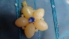 Pendentif étoilé et ses cinq branches aux perles gravées : Pendentif par bijoux-et-creations