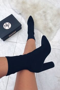 Fancy Shoes, Pretty Shoes, Beautiful Shoes, Cute Shoes, Dr Shoes, Me Too Shoes, Shoes Heels, Oxford Shoes, Sock Boots Outfit