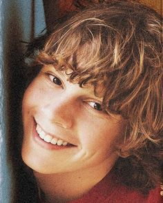 A young Evan Peters.