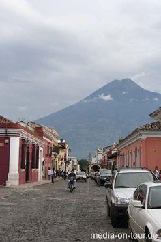 Vulkan Pacaya erschüttert Guatemala von Mr. Travel · http://reisefm.de/tourismus/vulkan-pacaya-erschuettert-guatemala/ · Der Vulkan Pacaya ist wieder extrem aktiv. Er schoss glühende Gesteinsbrocken und jede Menge Asche bis zu 4 Kilometer hoch in die Luft.