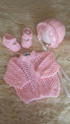 New knitting patterns free baby cardigan newborns sweaters ideas Crochet Throw Pattern, Baby Cardigan Knitting Pattern Free, Baby Sweater Patterns, Knitted Baby Cardigan, Knit Baby Sweaters, Knitted Baby Clothes, Baby Patterns, Crochet Baby, Knitted Afghans