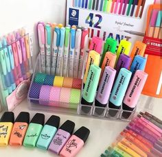 Markers pens and pencils organization