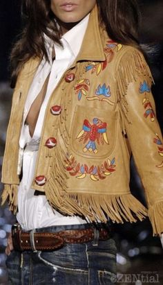 the perfect fringe leather jacket Look Boho, Bohemian Style, Boho Chic, Hippie Chic, Western Look, Western Wear, Fringe Leather Jacket, Leather Jackets, Boho Fashion