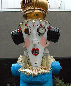 Sculpture by Patrick Amiot and Brigitte Laurent: Queen. Sculpture Art, Sculptures, Found Art, Sonoma County, Washers, Steam Punk, Mosaic Art, Metal Art, Robots