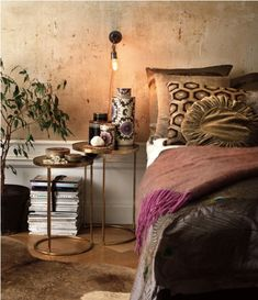 40 Bohemian Chic Bedroom Design Ideas I like the wall treatment in this design and the earthy colors. Boho Chic Bedroom, Trendy Bedroom, Ethnic Bedroom, Earthy Bedroom, Serene Bedroom, Bedroom Romantic, Boho Room, Bedroom Vintage, Home Bedroom