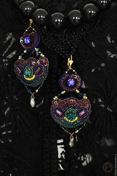 Купить Серьги. Вышивка бисером. Винтажные кристаллы. - комбинированный, синий, зеленый, бордовый, сиреневый, фиолетовый