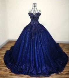 PERFECT FOR THE HIGH LADY OF THE NIGHT COURT