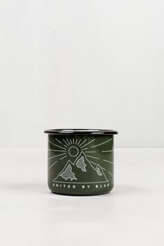 Each piece is handcrafted from steel and then dipped in porcelain for extra durability. Roll out of your tent and pour a fresh coffee into this hardy cup. Handmade from enamel steel (a longtime favori