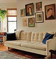 Amatørportretter av våre lokale forfattere i samme stil som over sofaen på bildet her..