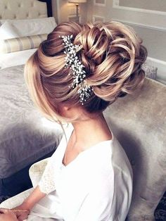 Bridal hair styles and 2019 new wedding hair models is on this gallery! Let's visit my page and see best bridal hair styles and new wedding hair models! Romantic Bridal Hair, Beach Wedding Hair, Wedding Hair Down, Wedding Hair And Makeup, Wedding Updo, Bridal Updo, Wedding Cake, Wedding Ceremony, Hair Makeup