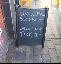 Dla fanów Arsenalu Londyn zniżka 50% • Fani Chelsea Londyn nie mają tutaj wstępu • Tylko kibice Arsenalu mają zniżkę • Zobacz więcej >> #arsenal #football #soccer #sports #pilkanozna
