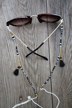 Check out super awesome products at Shire Fire! :-) OFF or more Sunglasses SALE! Bijoux Design, Schmuck Design, Jewelry Design, Glass Necklace, Diy Necklace, Diy Leather Bracelet, Bracelet Crafts, Beaded Bracelets, Beaded Jewelry Patterns