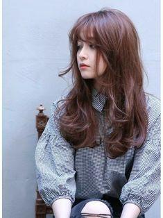 Long hair curled with bangs. koreanboo · korean hair dye and hairstyles Curls For Long Hair, Curly Hair With Bangs, Long Hair Cuts, Long Bangs, Hair Bangs, Korean Hair Dye, Korean Long Hair, Medium Hair Styles, Curly Hair Styles