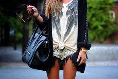Pair It with a Blazer - 15 Ways to Wear an Oversized Tee Girl Fashion, Womens Fashion, Fashion Design, Fashion Trends, Fashion Killa, Walk In Wardrobe, Oversized Tee, Girl Swag, Weekend Outfit