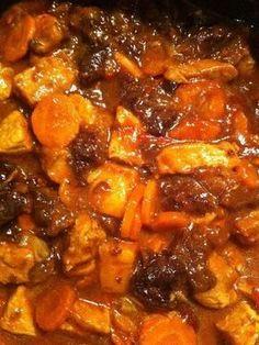 poivre, pruneaux, tomate, sel au herbe, farine, sauté de porc, oignon, cube de bouillon, curry, carotte, miel