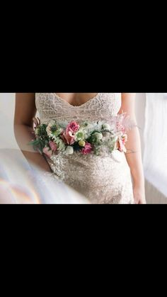 Floral details are so sweet Image @featherrface
