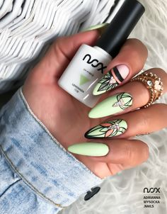 Mamy dla Was inspirację z wykorzystaniem soczystej Lemoniady! Jak Wam się podoba takie połączenie? Dajcie znać w komentarzach! 🍋  #nails #nail #nailsart #nailart #nailsartist #nailartist #yellownails #greennails #autumnnails #nails2inspire #nailsdesign #nailswag #instanails #nailsofinstagram #mani #manicure #manicurehybrydowy #paznokcie #paznokciehybrydowe #paznokcieżelowe #jasnozielonepaznokcie #hybrydy #hybryda #pazurki Bohemian Look, Boho Chic, Wedding Nails For Bride, Easy Nail Art, Almond Nails, Perfect Nails, Nail Inspo, Nails Inspiration, Glitter Nails