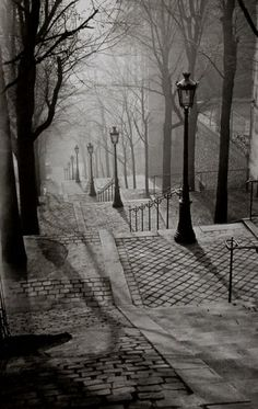 Paris by Night (Les escaliers de Montmartre) - 1930 - Photo by George Brassaï - http://www.atgetphotography.com/The-Photographers/BRASSAI.html